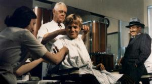 Robert Redford qui commence à se faire métamorphoser pour devenir un voleur… de la haute sous le regard bienveillant de Newman !